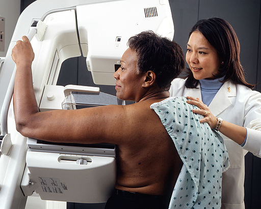 512px-Woman_receives_mammogram