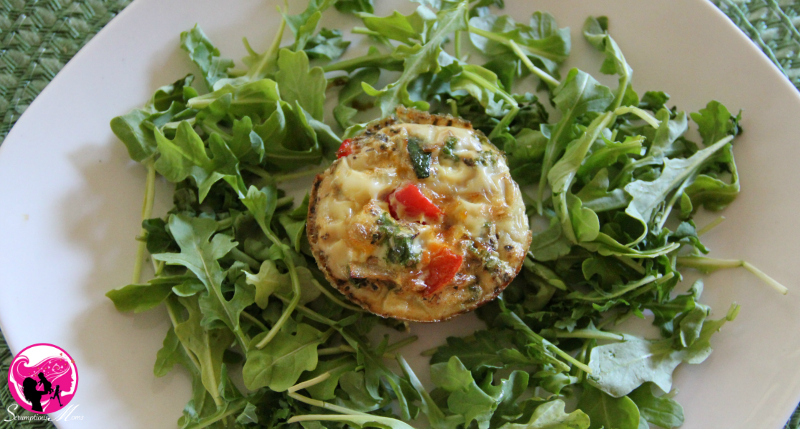 Kale and red peppers frittata cups with arugula